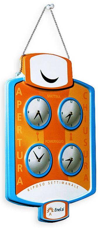 thermoformage - tableau en plastique thermoformé avec quatre petites horloges